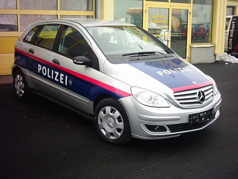 polizeifahrzeuge-web-1-von-15